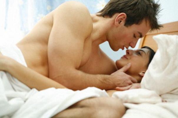 Tư thế quan hệ nằm nghiêng dễ thụ thai
